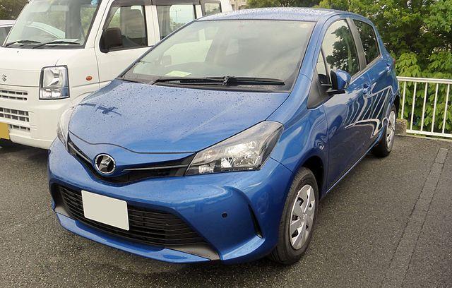 Toyota Vitz 2015 фото